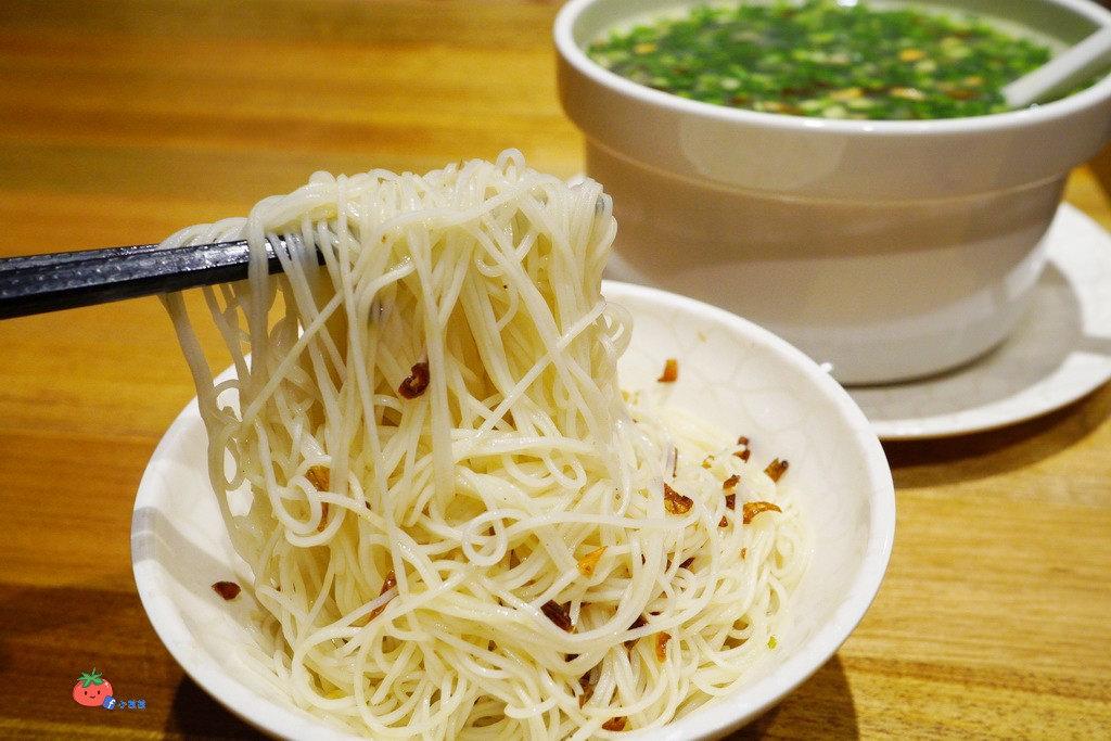 【中和米其林美食】料多疊如山的霸氣養身湯品 雙月食品社