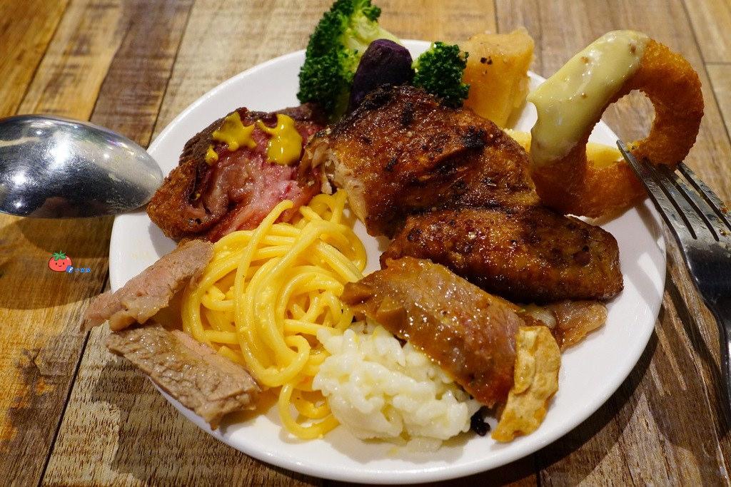 南港車站美食 豬腳 披薩 烤雞雲豪斯無國界料理